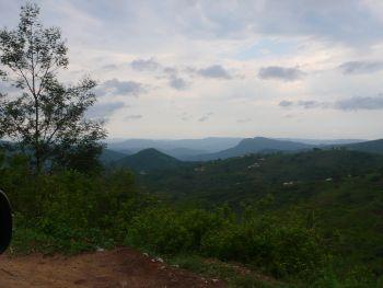 Blick in den Tugela-Canyon mit schweren Regenwolken