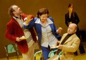 Hanns Jörg Krumpholz (Mariano), Rosemarie Schubert (Pilar) und Benjamin Krämer-Jenster (Fernan)