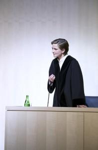 Bettina Hoppe als Staatsanwältin