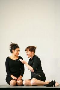 Juanita Lascarro (Fiordiligi) und Jenny Carlstedt (Dorabella)Juanita Lascarro (Fiordiligi) und Jenny Carlstedt (Dorabella)