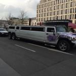 Die Stretch-Limousine vor dem Adlon
