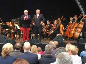 Michael Herrmann und Volker Bouffier eröffnen das Sommerfest