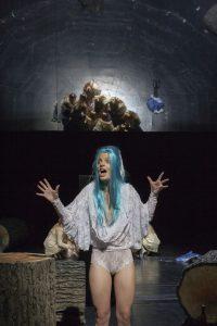 Yana Robin la Baume als Hexe