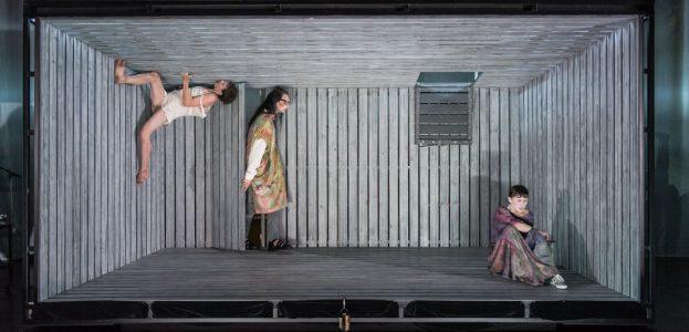 Jessica Higgins, Béla Milan Uhrlau (Ephraim) und Anabel Möbius (Mirza)